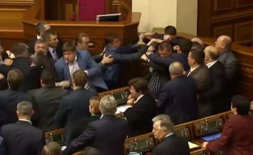616x380_capture-ecran-bagarre-generale-sein-parlement-ukrainien-8-avril-2014.jpg