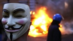 2011-10-15T190358Z_01_SRE103_RTRIDSP_3_PROTEST.jpg