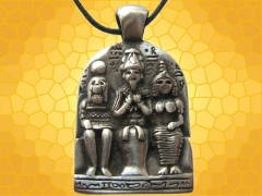 pendentif-egyptien-triade-egyptienne-bijou-antiquite-mythologie-egypte-antique.jpg