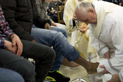 20160121T1302-1574-CNS-POPE-RITE-FEET.jpg