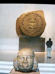 447px-Mexico_-_Musée_national_d'antropologie_-_pierre_du_soleil_etCalendrier_maya.JPG