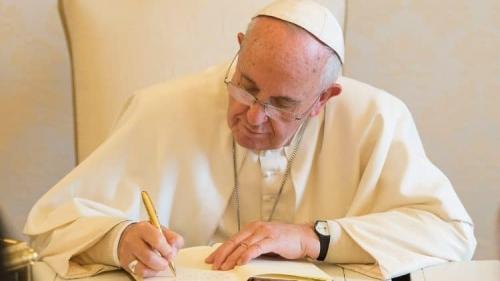 pape écrivant.jpg