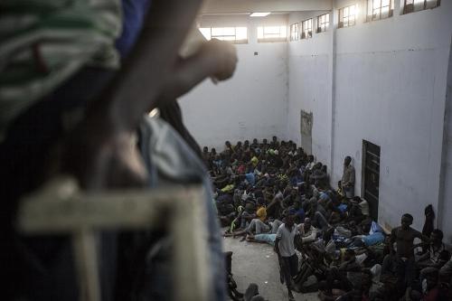 narciso-contreras-la-libye-est-devenue-la-plaque-tournante-d-un-gigantesque-trafic-d-etres-humains,M385468.jpg