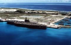 USS_Saratoga_CV-60_at_Diego_Garcia_in_1987.jpg