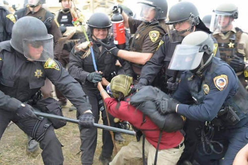 sioux_protest_police_attack.jpg