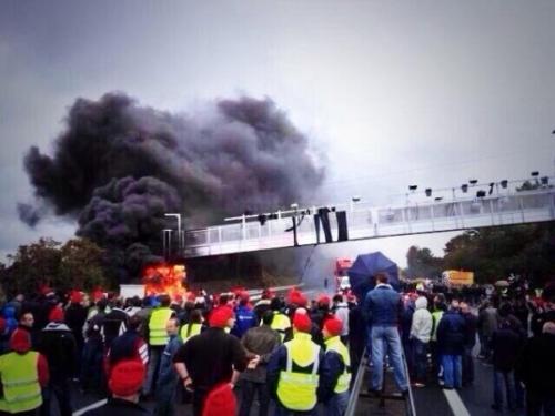 le-portique-a-ete-incendie-et-demonte_384924_536x402p[1].jpg