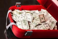 valise-avec-des-dollars-39094930.jpg